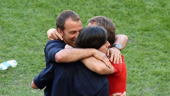Doppelt glücklich: das deutsche Trainerteam um Joachim Löw.