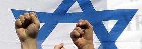 Vor allem drei anti-arabische Gruppen fallen ins Auge. Sie alle berufen sich auf die Ideologie einer Verbotenen Partei.
