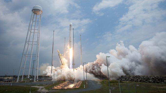 Die Antares-Rakete mit Cygnus an Bord beim Start in Wallops Island, Virginia.