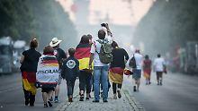 Bis zu 600.000 Menschen erwartet: Fans pilgern zum Brandenburger Tor