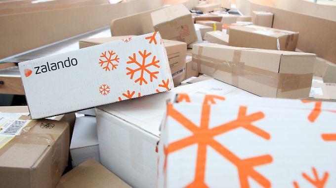 Online-Shopping ist vor allem bei jüngeren Menschen beliebt - einige schicken die Sachen benutzt zurück.