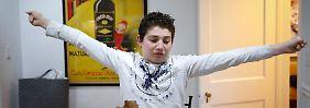 Matthew Kolen reckt sich, bevor er zur Schule geht. Der Junge bekam mit acht Jahren die Diagnose Asperger-Syndrom.