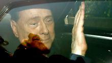 Silvio Berlusconi lässt von der Arbeit nach Hause fahren. Für ihn war es ein erfolgreicher Tag.