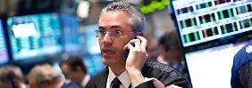 Fed bremst, AT&T-Deal stützt: Wall Street schließt schwächer