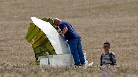 Die EU fordert zudem eine transparante Aufklärung des Flugzeugabsturzes.
