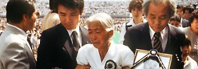 Während der Trauerfeier für die verunglückten Passagiere der südkoreanischen Verkehrsmaschine im Sportstadion von Seoul. (Archivbild vom 07.09.1983)