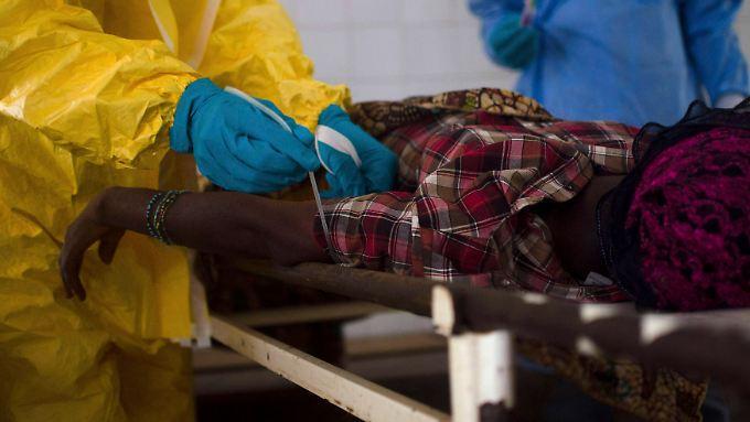 Die Ebola-Krankheit verläuft meist tödlich.