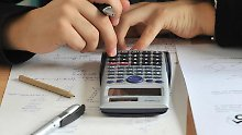 Lernen Kinder an einer Privatschule kostet das Geld. Eltern haben die Möglichkeit, die Kosten in der Steuererklärung anzugeben.
