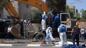 Tödlicher Anschlag in Jerusalem: Palästinenser rammt Bus mit einem Bagger