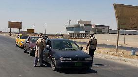 Eine IS-Straßensperre an der Grenze zur kurdischen Autonomieregion.