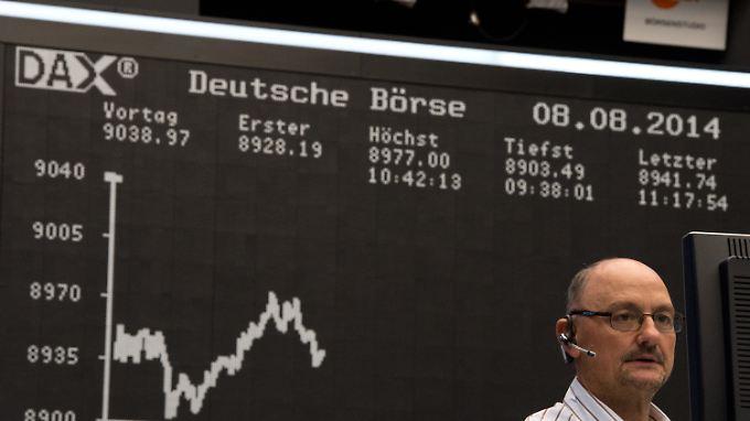 Der Dax an der 9000er-Schwelle: Am Morgen mussten Anleger noch um einen Schlusskurs über der Marke bangen.