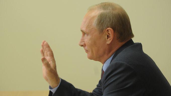 Per Fenschalte setzte Putin das Projekt in Gang.