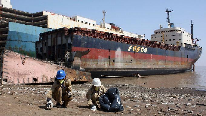 Tonnenweise alter Stahl: Eine Abwrack-Werft an der indischen Westküste.
