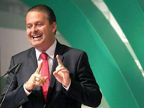 Präsidentschaftskandidat stirbt bei Flugzeugabsturz: PSB-Favorit Eduardo Campos, hier bei einer Pressekonferenz Anfang August in Brasilia.