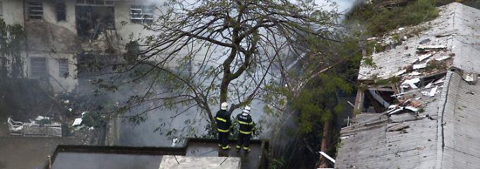 Absturz in dicht besiedeltem Gelände: Die zweistrahlige Maschine zerschellte in einem Hinterhof.
