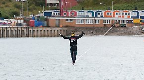271 Meter über Wasser gehen: Deutscher knackt Slackline-Weltrekord