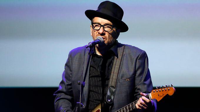 Elvis Costello kam als Declan Patrick MacManus zur Welt - erst auf Bitten seines Managers legte er sich seinen Künstlernamen zu.