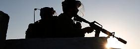 Israelische Soldaten halten Wache während einer Protestaktion von Palästinensern in Ramallah