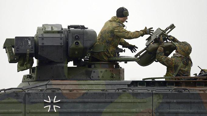 """Noch ist es nur ein Austausch unter Bundeswehrsoldaten. Deutschland will Panzerabwehrsysteme des Typs """"Milan"""" womöglich aber auch bald an den Irak übergeben."""