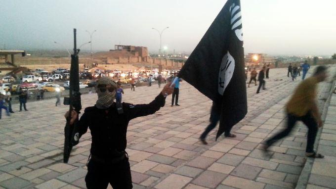 Der IS suchte sich Unterstützer und war geschickt. Jetzt sind die Kämpfer des Kalifatsstaates finanziell unabhängig, vom Erfolg berauscht und kaum noch zu stoppen.