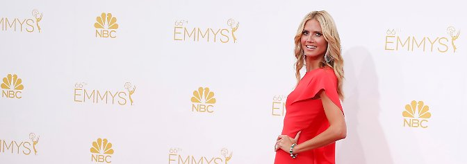Die Emmys werden vergeben: Bryan Cranston und die Lady in Rot