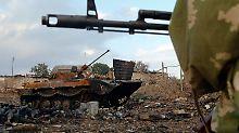 """Russische Panzer zerstören ganzen Ort: Poroschenko warnt vor """"umfassendem Krieg"""""""