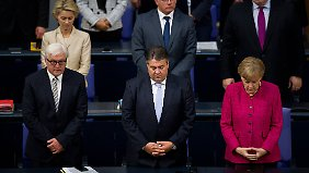 """Zu Beginn der Sitzung des Bundestags gedachten die Abgeordneten den """"Verfolgten und Bedrängten"""", wie Bundestagspräsident Lammert sagte, in den Kriegsgebieten der Welt."""