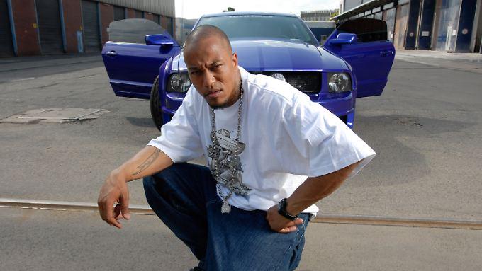 "Denis Cuspert, 38 Jahre alt, war erst Gangster-Rapper ""Deso Dogg"", heute nennt er sich ""Abu Talha al-Almani"", es ist sein Kampfname."