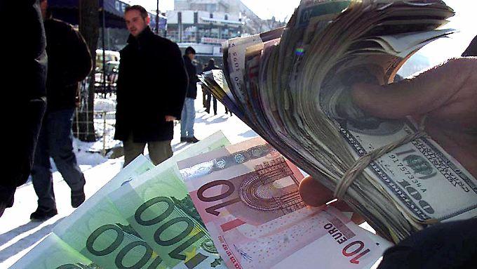 Dollar, Euro oder was ganz anderes? Was bedeutet der Euro-Fall für Anleger?