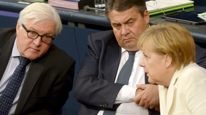 Steinmeier, Gabriel und Merkel während der Generaldebatte im Bundestag.