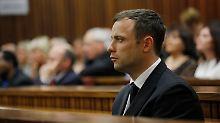 Pistorius hat Steenkamp durch die geschlossene Badezimmertür erschossen.