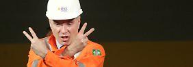 Da war die Welt noch in Ordnung: Batista scherzt 2012 beim Beginn der Öl-Produktion.