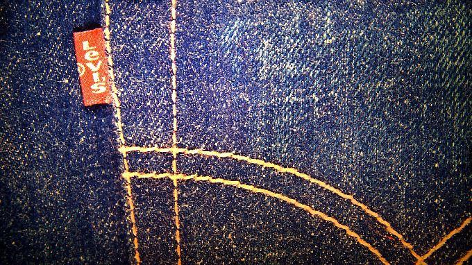 Levi's wirft New Yorker vor, beim Design der Gesäßtasche von der bestickten Version des US-Unernehmens abgekupfert zu haben.