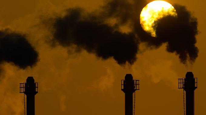 Bisher gibt es in Europa Rechte für mehr Abgase, als die Industrie überhaupt ausstoßen will.