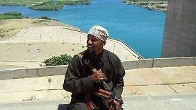 Einer der bekanntesten deutschen Dschihadisten des IS ist der Berliner Ex-Rapper Denis Cuspert.