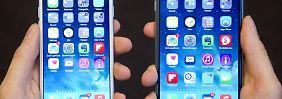 iPhone 6 (l) und iPhone 6 Plus: Apple tut sich schwer mit der neuen Version seines iPhone-Betriebssystems iOS. Foto: Christoph Schmidt