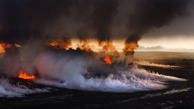 Feuer und Rauch strömen aus dem Bardarbunga. Aber das giftige Gas, dass jetzt Deutschland erreicht hat, ist unsichtbar.