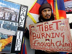 Viele Tibeter fordern ein Ende der chinesischen Besatzung.