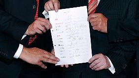 Hand drauf: Bei Der Gründung 2009 herrschte noch Optimismus.