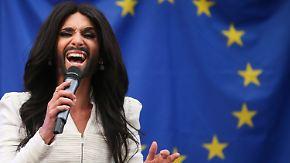 Dragqueen trifft auf Politik: Conchita Wurst wirbt im Europaparlament für Toleranz