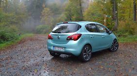 Bei den Heckleuchten hatte sich Opel schon beim Corsa D von den vertikal angebrachten Rückleuchten getrennt. Jetzt wirken sie aber noch wuchtiger.
