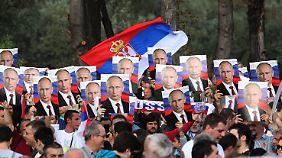 Belgrad feiert den russischen Präsidenten.