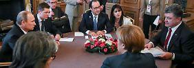 Große Runde in Mailand mit Merkel (r.u.) Poroschenko (r.), Putin (l.) und Hollande (M.).