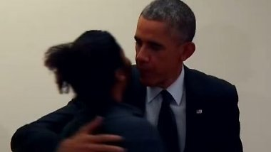 """""""Finger weg von meiner Freundin"""": Eifersüchtiger Mann verbietet Obama das Flirten"""