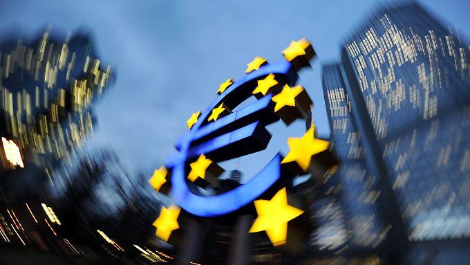 ECB มี 130 สถาบันการเงินที่สำคัญการตรวจสอบ - และพบว่าขาดแคลนเงินทุนของ€ 25000000000