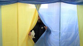 Die nach Europa ausgerichteten Parteien und Bündnisse kommen ersten Prognosen zufolge zusammen auf rund 44 Prozent.
