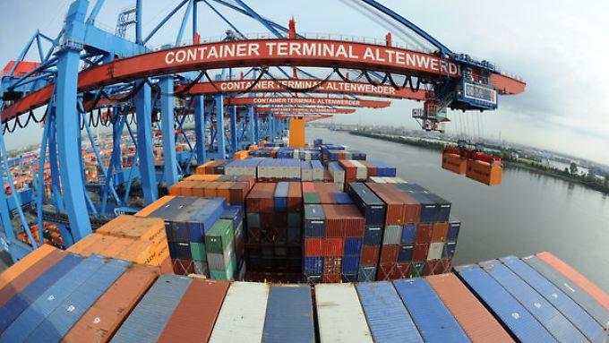 """""""Die Konflikte in der Ukraine und im Nahen Osten trüben die Exporterwartungen"""", sagen die Experten des DIHK."""