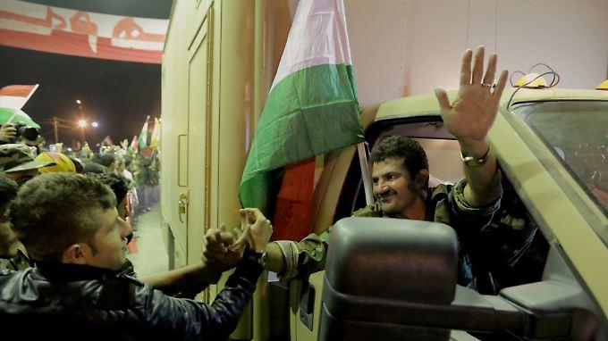 Hoffnung für Kurden in Kobane: Peschmerga-Kämpfer passieren türkisch-irakische Grenze