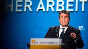 Wirtschaftsminister Sigmar Gabriel (SPD) warnte davor, die Frauenquote als bürokratisches Hindernis zu sehen.