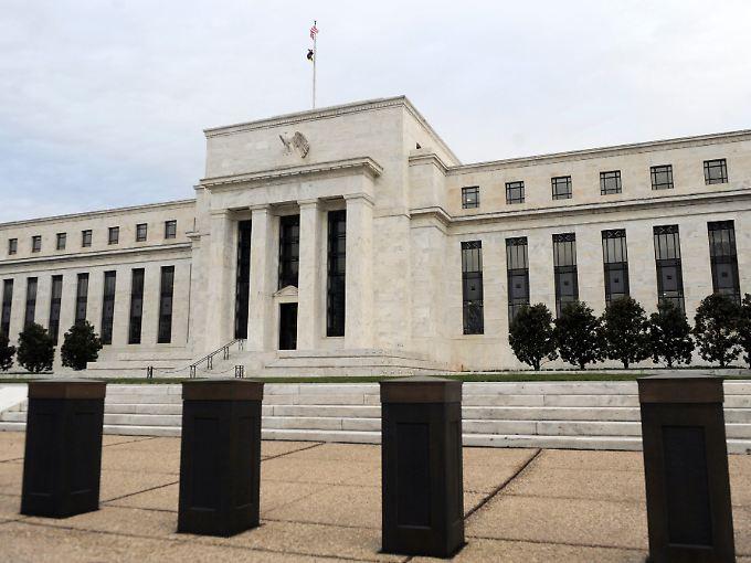 Hinter den dicken Mauern des Washingtoner Fed-Gebäudes wird gegrübelt.
